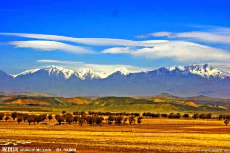 早餐后前往【天山天池风景区】含区间车(4h)位于新疆维吾尔自治区