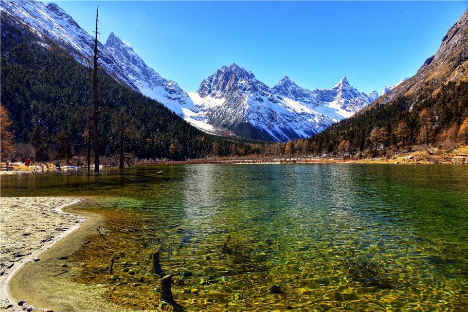 米亚罗风景区是中国发现并开放的面积最大的红叶风景区之一,经游客及